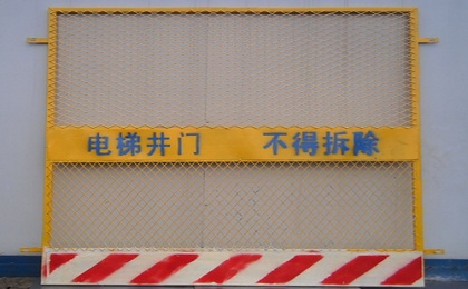 施工电梯门