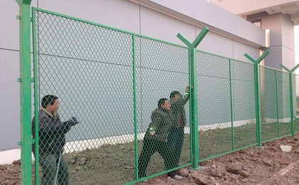 监狱钢网墙安装